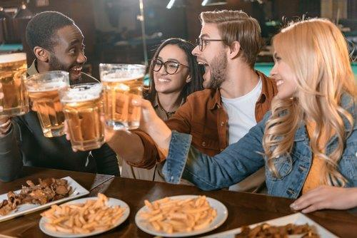 Sports Bar - group people-1